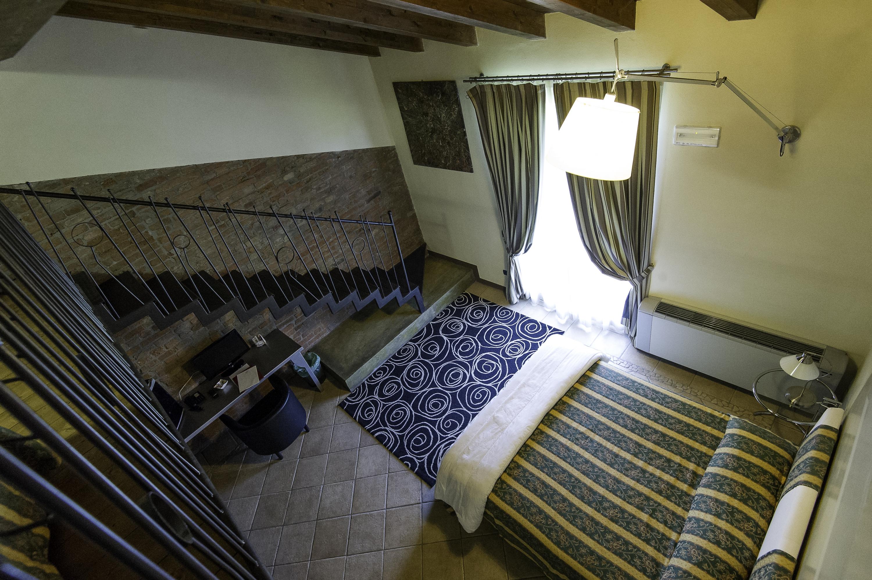 Camera Da Letto Con Soppalco : Hotel ristorante villa giarona camera da letto con soppalco
